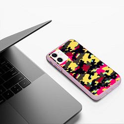 Чехол iPhone 11 матовый Камуфляж: желтый/черный/розовый цвета 3D-розовый — фото 2
