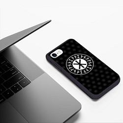 Чехол iPhone 7/8 матовый Защита Одина цвета 3D-черный — фото 2
