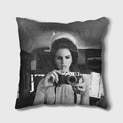 Подушка квадратная Lana Photographer цвета 3D-принт — фото 1