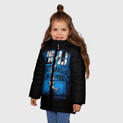 Куртка зимняя для девочки Будка доктора цвета 3D-черный — фото 2