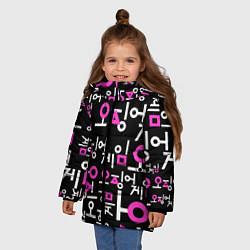 Куртка зимняя для девочки Игра в кальмара лого узор цвета 3D-черный — фото 2