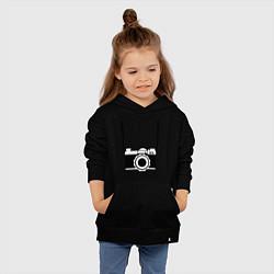 Толстовка детская хлопковая Фотик на шее цвета черный — фото 2