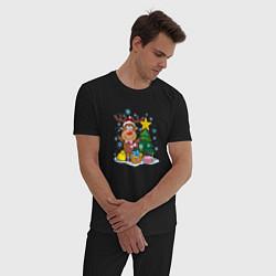 Пижама хлопковая мужская Олень под елкой цвета черный — фото 2