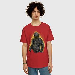 Футболка оверсайз мужская Пылающий пожарный цвета красный — фото 2
