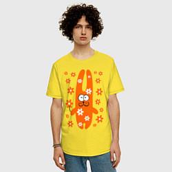 Мужская удлиненная футболка с принтом Зайка с цветочками, цвет: желтый, артикул: 10016456605753 — фото 2