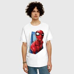 Футболка оверсайз мужская Человек-паук и город цвета белый — фото 2
