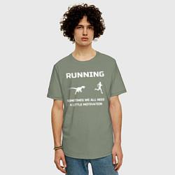 Мужская удлиненная футболка с принтом Небольшая мотивация, цвет: авокадо, артикул: 10281067705753 — фото 2