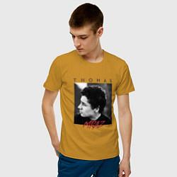 Футболка хлопковая мужская Thomas Mraz цвета горчичный — фото 2