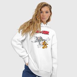 Толстовка оверсайз женская Tom & Jerry цвета белый — фото 2