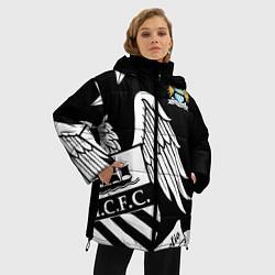 Женская зимняя 3D-куртка с капюшоном с принтом FC Manchester City: Exclusive, цвет: 3D-черный, артикул: 10152836906071 — фото 2