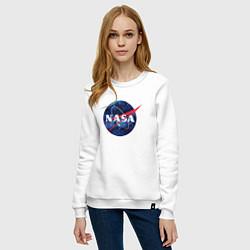 Свитшот хлопковый женский NASA: Cosmic Logo цвета белый — фото 2
