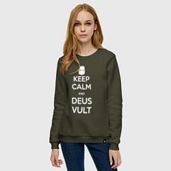 Женский хлопковый свитшот с принтом Keep Calm & Deus Vult, цвет: хаки, артикул: 10144654505317 — фото 2