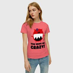 Футболка хлопковая женская You drive me crazy цвета коралловый — фото 2